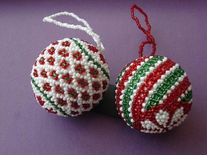 Красивый и необычный декор новогодних шаров – лучшие идеи с фото 7