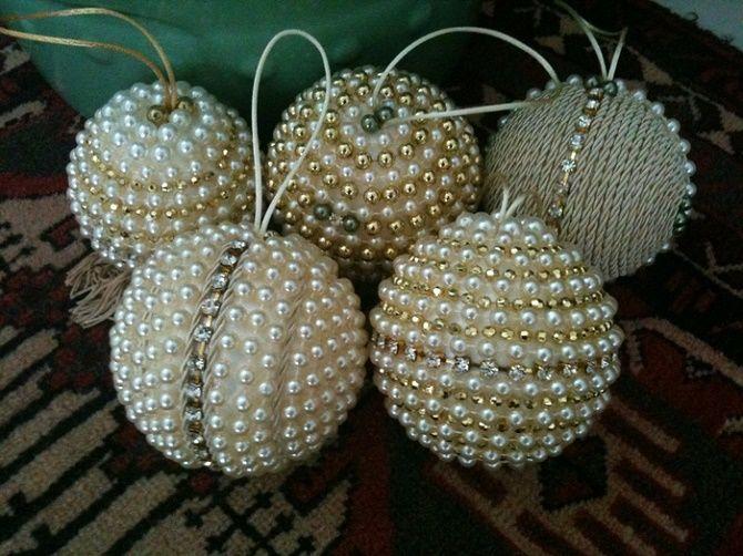 Красивый и необычный декор новогодних шаров – лучшие идеи с фото 10