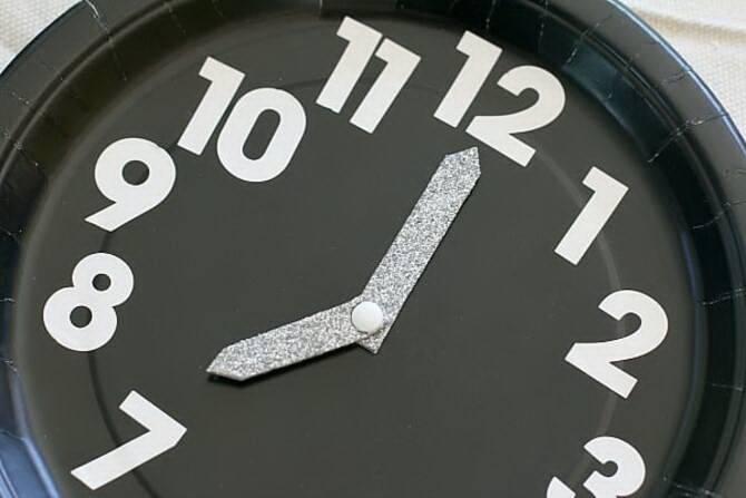 Поделка новогодние часы 4