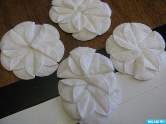 Как сделать снеговика из ватных дисков – лучшие новогодние поделки 17