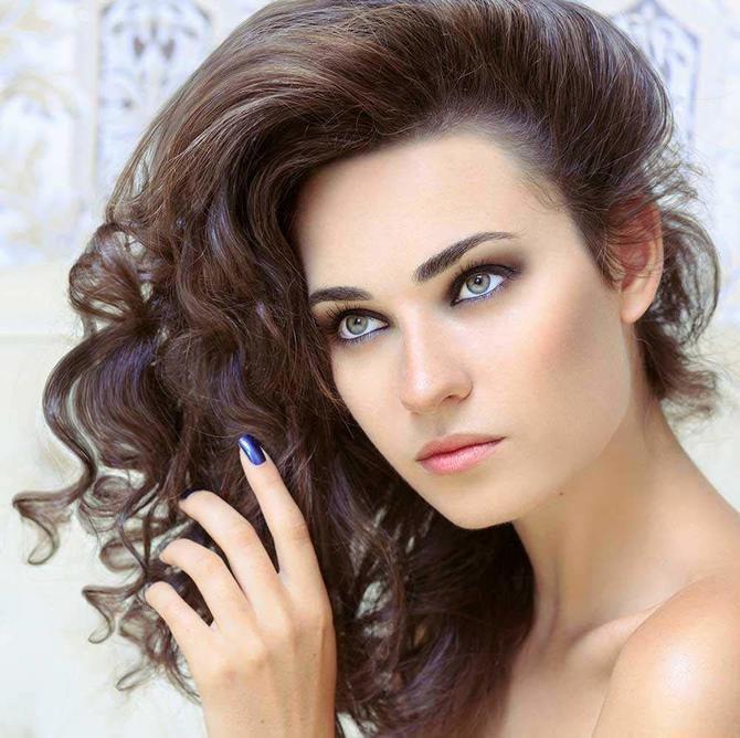 Секреты модных укладок волос феном, утюжком, плойкой 1