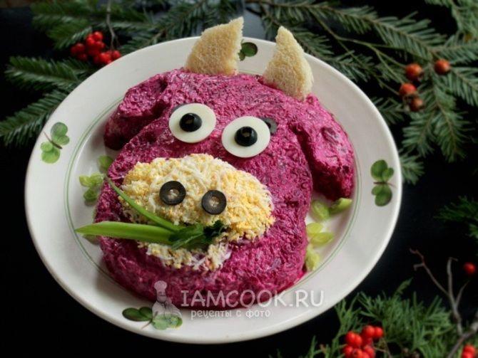 Украшение праздничных блюд: новогодняя символика 2021 на столе 8