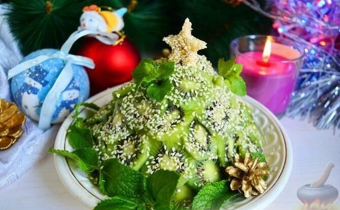 Украшение праздничных блюд: новогодняя символика 2021 на столе 26