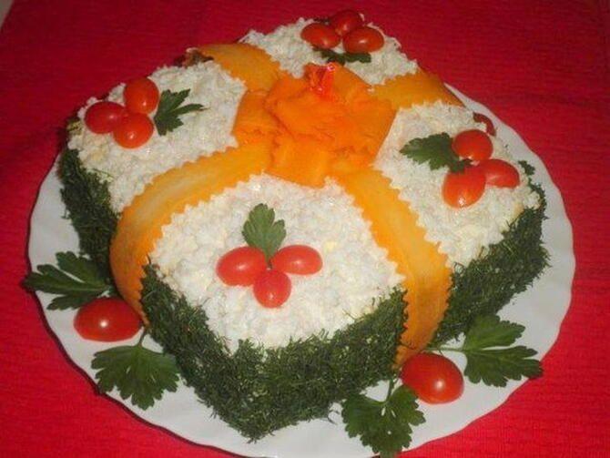 Украшение праздничных блюд: новогодняя символика 2021 на столе 28