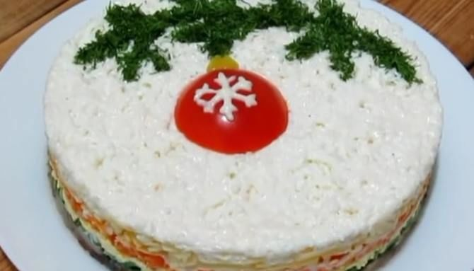 Украшение праздничных блюд: новогодняя символика 2021 на столе 32