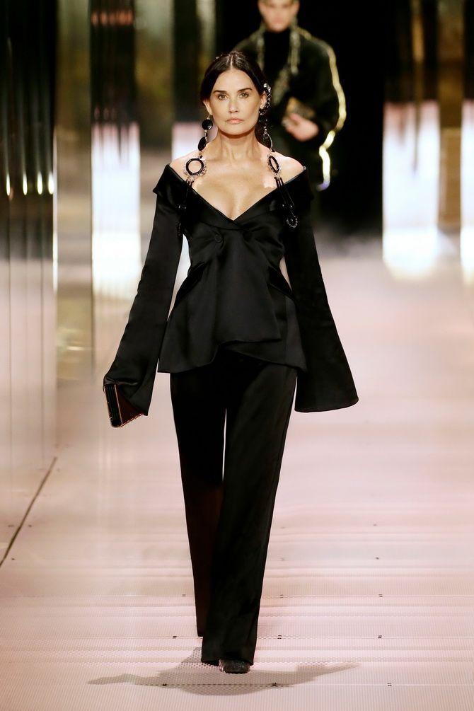 Показ Fendi на Тижні Високої моди в Парижі: Демі Мур, Кара Делевінь і Наомі Кемпбелл вийшли на подіум 2
