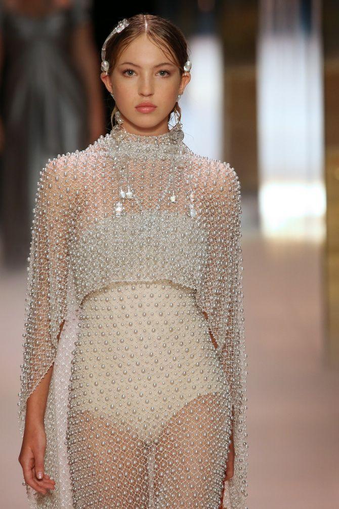 Показ Fendi на Тижні Високої моди в Парижі: Демі Мур, Кара Делевінь і Наомі Кемпбелл вийшли на подіум 3