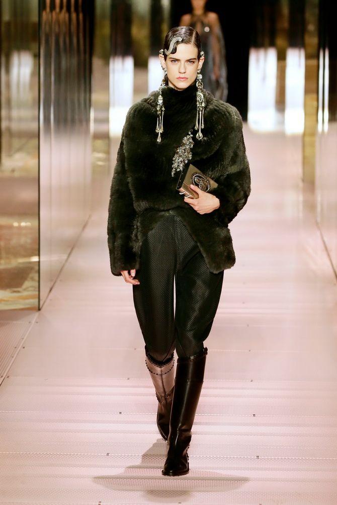 Показ Fendi на Тижні Високої моди в Парижі: Демі Мур, Кара Делевінь і Наомі Кемпбелл вийшли на подіум 6