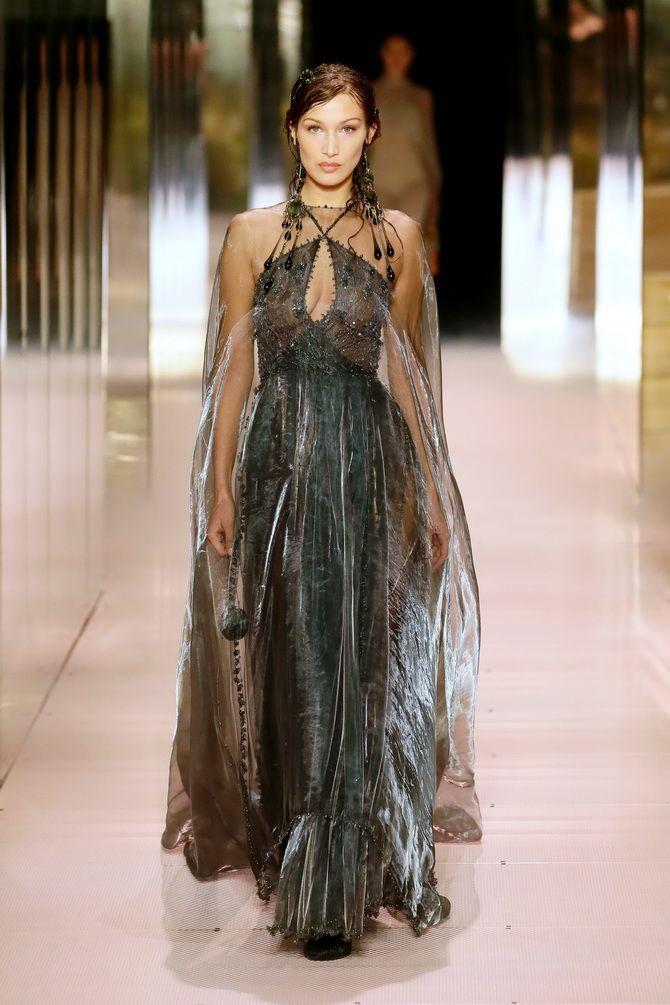 Показ Fendi на Тижні Високої моди в Парижі: Демі Мур, Кара Делевінь і Наомі Кемпбелл вийшли на подіум 7