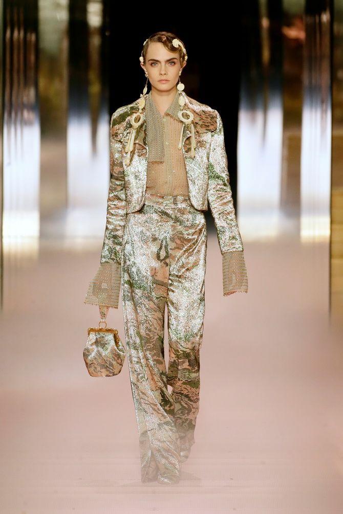 Показ Fendi на Тижні Високої моди в Парижі: Демі Мур, Кара Делевінь і Наомі Кемпбелл вийшли на подіум 8