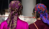 Косынка на голову: как носить модный аксессуар 2021 года