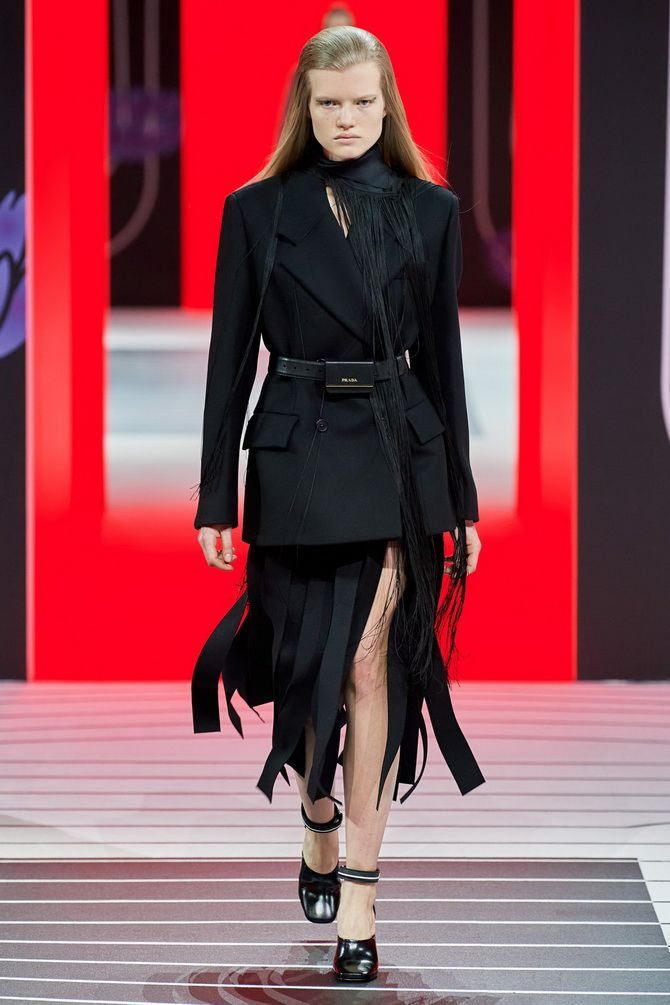 Елегантність, про яку ми забули: жіночі костюми зі спідницею повертаються в 2021 році 13