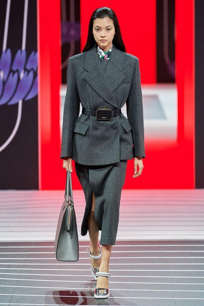 Елегантність, про яку ми забули: жіночі костюми зі спідницею повертаються в 2021 році 24