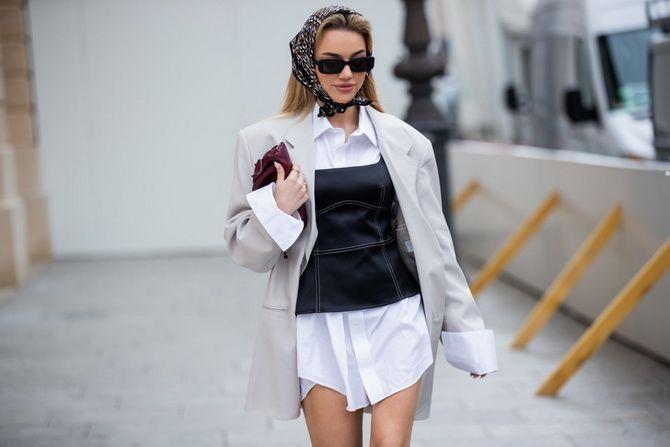 Косынка на голову: как носить модный аксессуар 2021 года 13