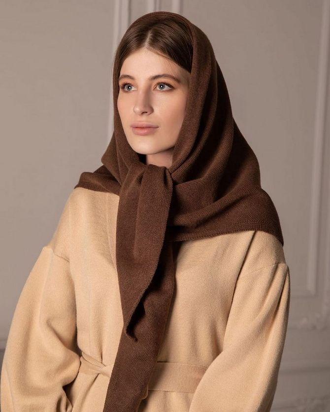 Косынка на голову: как носить модный аксессуар 2021 года 23