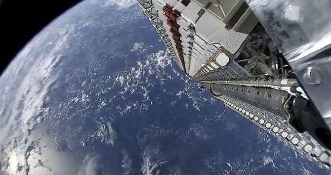 SpaceX впервые запустила в космос спутники Starlink с лазерными перекрестными связями 2