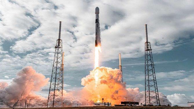 SpaceX впервые запустила в космос спутники Starlink с лазерными перекрестными связями 1