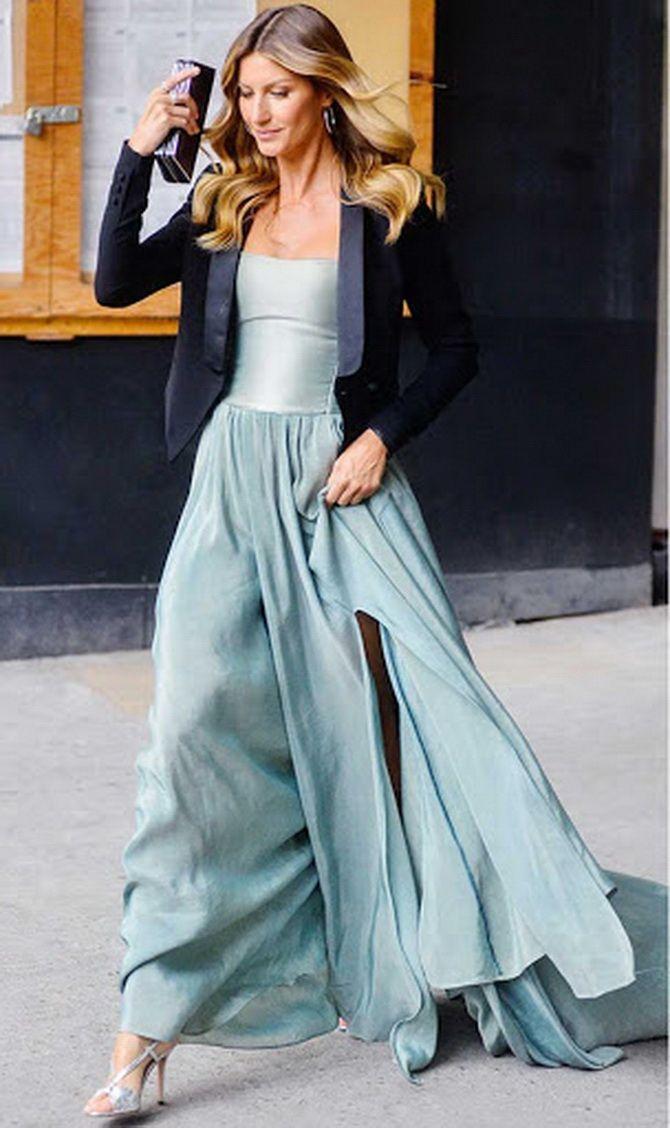 Как носить вечерние платья зимой: луки с верхней одеждой 17