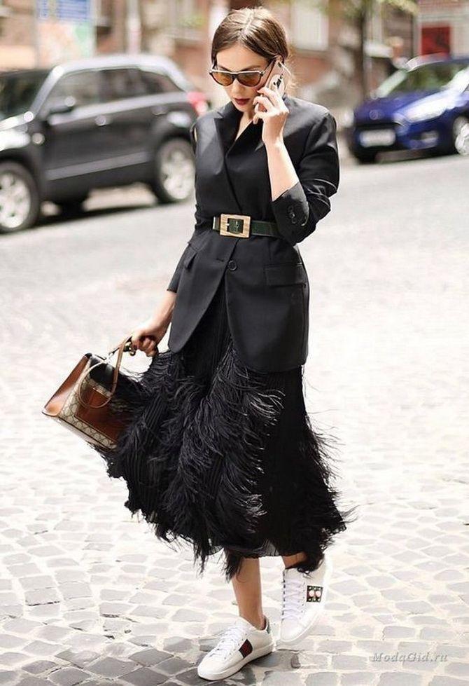 Як носити вечірні сукні взимку: луки з верхнім одягом 20