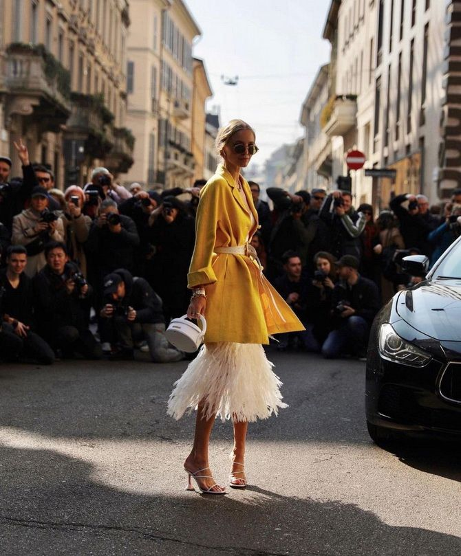 Як носити вечірні сукні взимку: луки з верхнім одягом 21