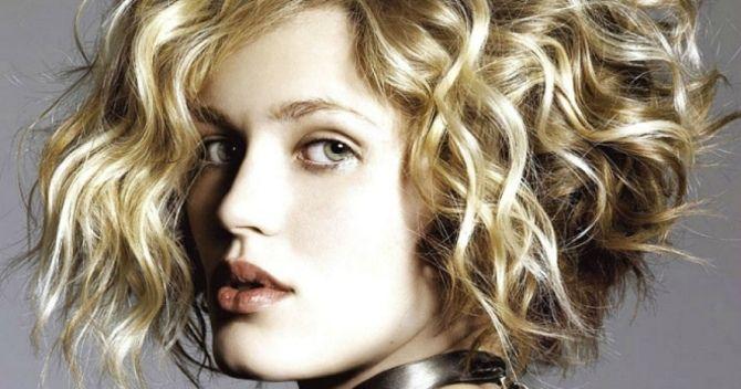 5 обязательных советов: не допускайте ошибки в уходе за кудрявыми волосами 1