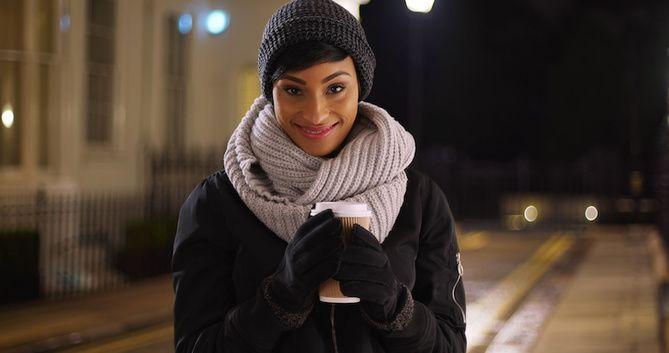 Удачные зимние прически под шапку: советы и идеи как избежать шляпных волос 27