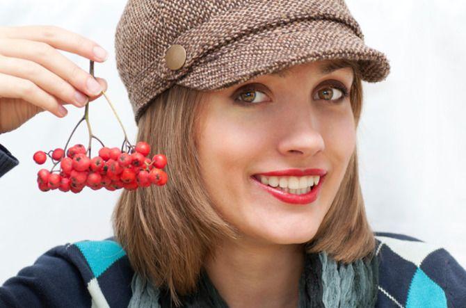 Удачные зимние прически под шапку: советы и идеи как избежать шляпных волос 33