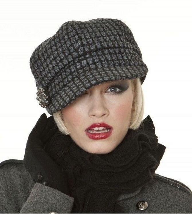 Удачные зимние прически под шапку: советы и идеи как избежать шляпных волос 34