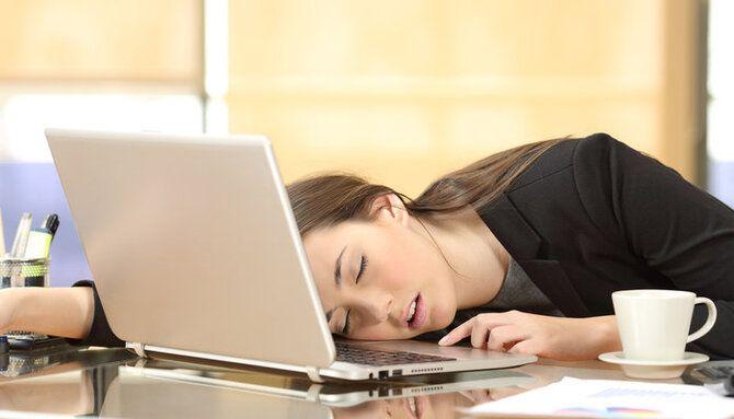 Вымотался, устал, пора отдыхать: симптомы и причины энергодефицита 1