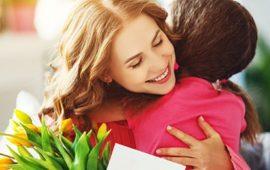 Обираємо подарунок мамі на 8 березня: креативні ідеї на будь-який бюджет