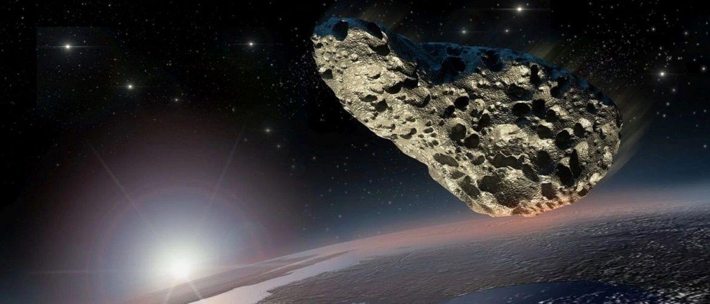К Земле летят три крупных астероида