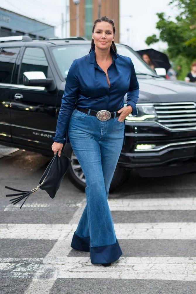 Как выбирать правильные джинсы-клеш: модные советы 27