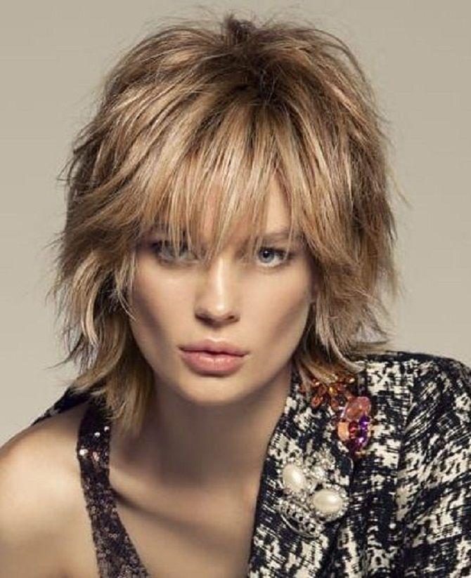 Топ-10 модних зачісок 2021 року, трендові стрижки та укладки 35