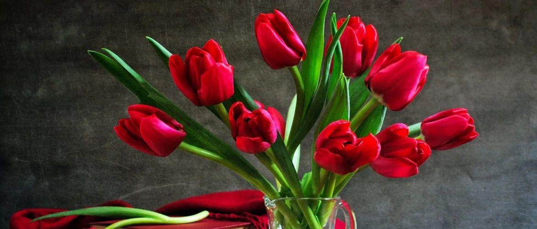 Вітання з 8 березня для жінок і дівчат у віршах, листівках і прозі