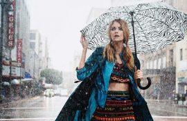 Как хорошо выглядеть в дождливую погоду весной: 5 лучших образов
