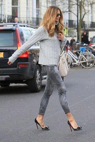 С чем носить серые джинсы – популярные модели этого года? 14