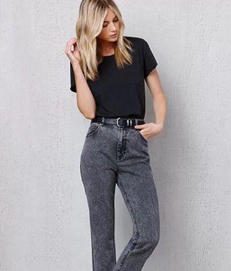 С чем носить серые джинсы – популярные модели этого года? 3
