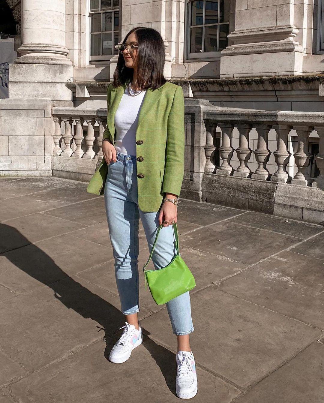 Как носить женский пиджак с джинсами — модные идеи 15