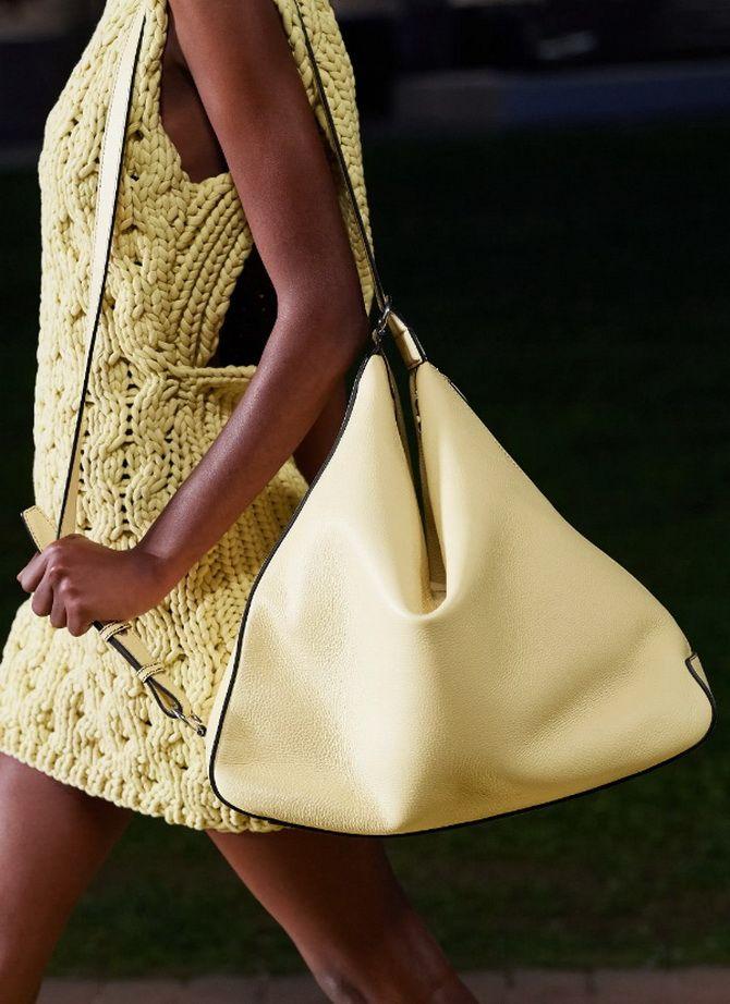 8 тенденций модных сумок для сезона весна-лето 2021 12