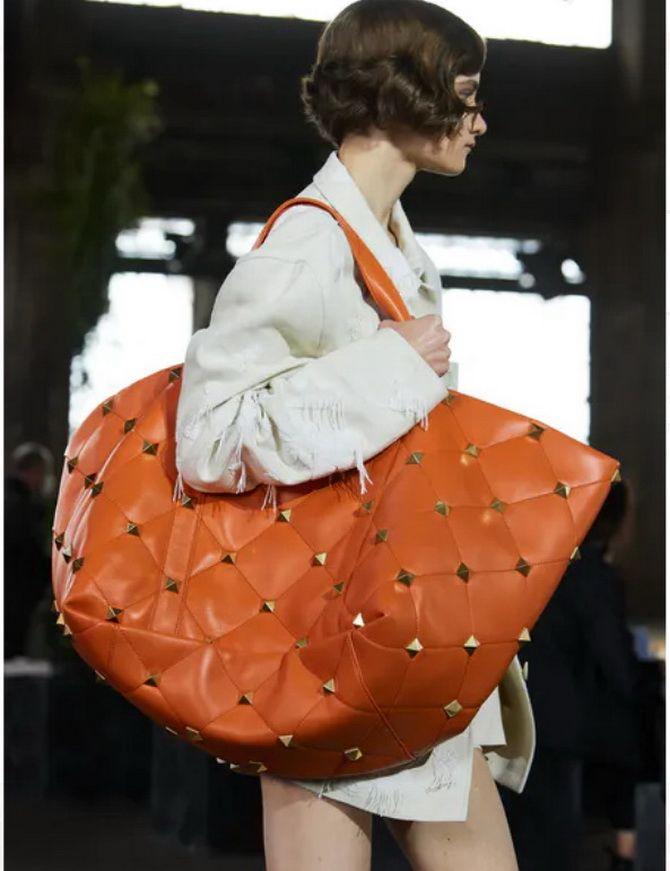 8 тенденций модных сумок для сезона весна-лето 2021 11
