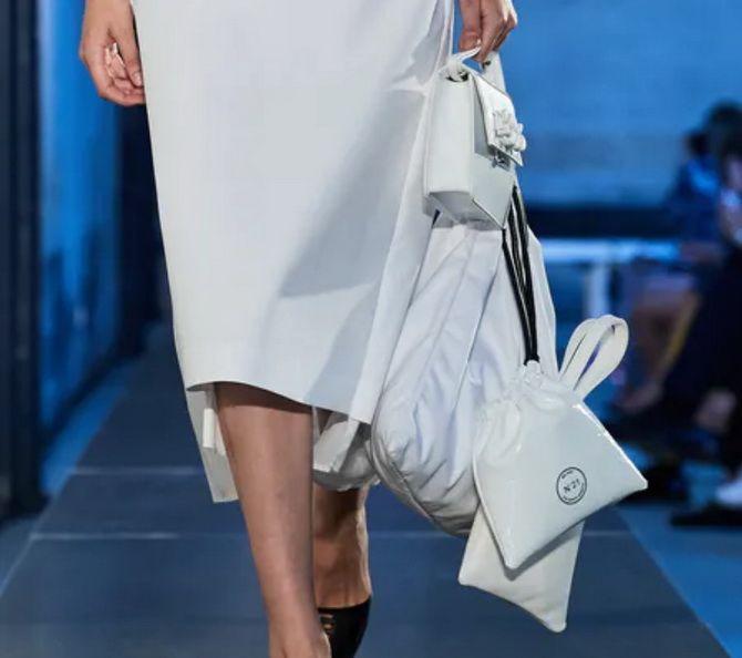 8 тенденций модных сумок для сезона весна-лето 2021 18