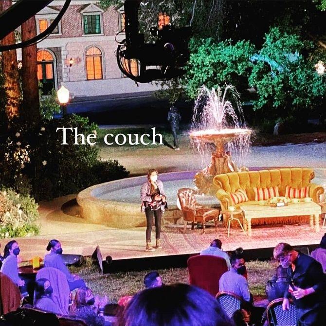 З тим же диванчиком: в мережі показали перші кадри зі зйомок спецвипуску серіалу «Друзі» 2