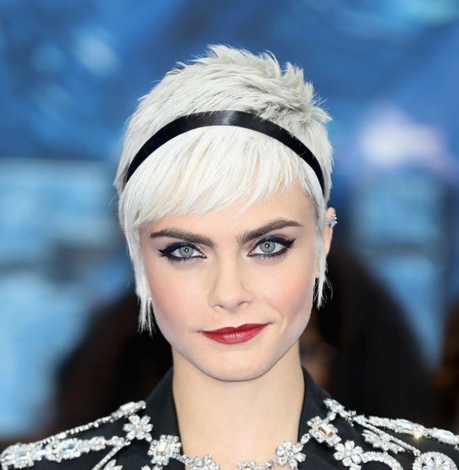 Узкая лента на голову — свежий модный тренд 2021 4