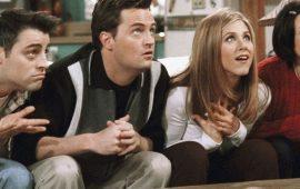 З тим же диванчиком: в мережі показали перші кадри зі зйомок спецвипуску серіалу «Друзі»