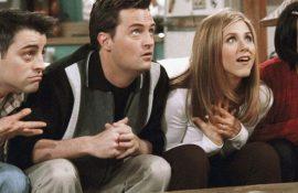 С тем же диванчиком: в сети показали первые кадры со сьемок спецвыпуска сериала «Друзья»