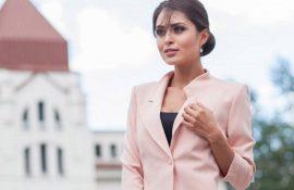 Как носить укороченный жакет в 2021 году – модные образы