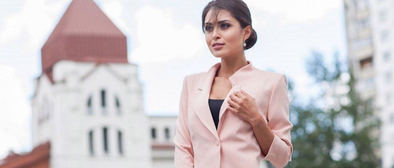 Як носити укорочений жакет в 2021 році – модні образи