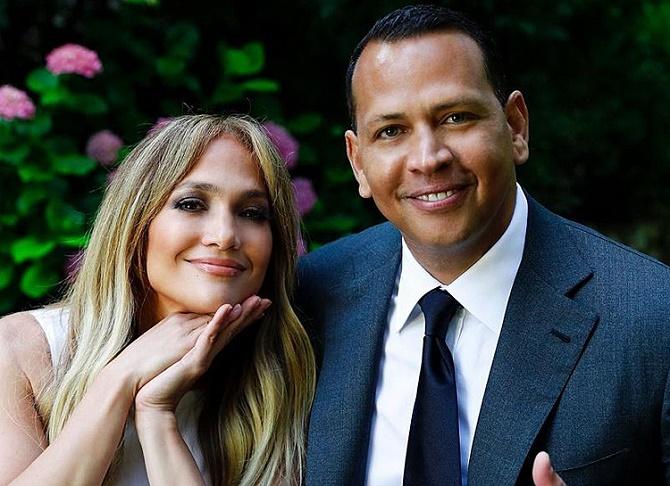 Після чотирьох років стосунків: Дженніфер Лопес розірвала заручини з Алексом Родрігесом 1