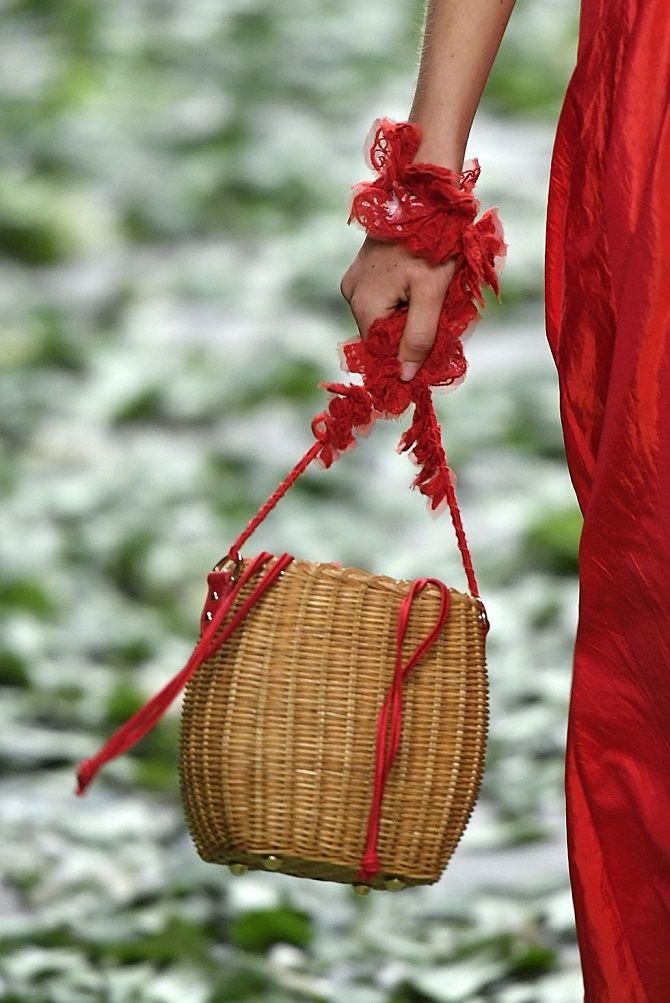Авоськи и корзины – самые модные сумки лета 2021 года 17