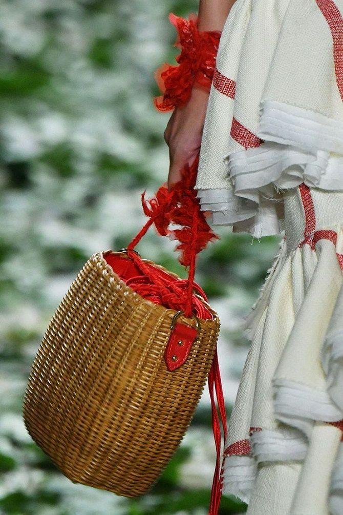 Авоськи и корзины – самые модные сумки лета 2021 года 19